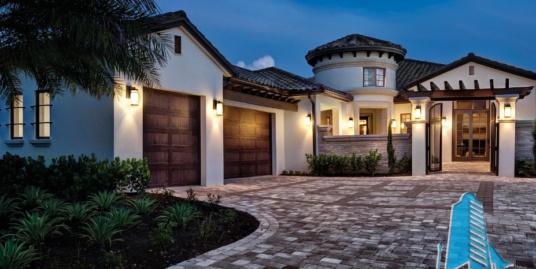 Proiect de casa cu parter, mansarda si garaj pentru trei automobile-100930